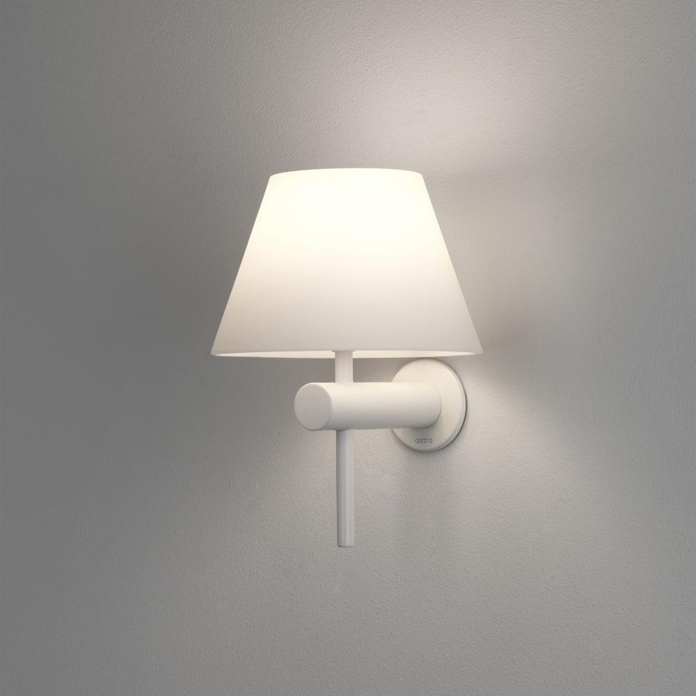 8034 Roma Ip44 Bathroom Wall Light In White